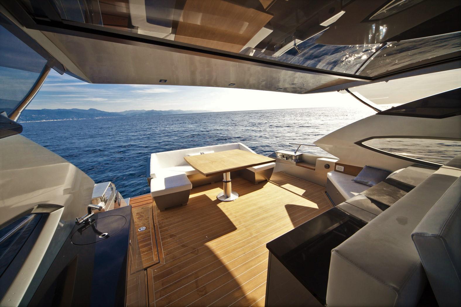 Matrimonio In Yacht : Matrimonio in spiaggia o barca oggi si può sea sports