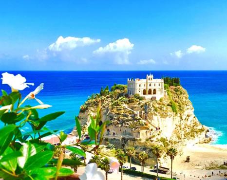 Isola bella di Tropea o Santa Maria dell'Isola di Tropea